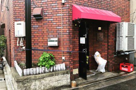 風が強いうえに雨ですが元気に営業してますよ〜。