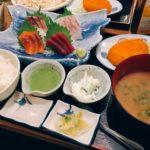 刺身定食で日本酒も堪能